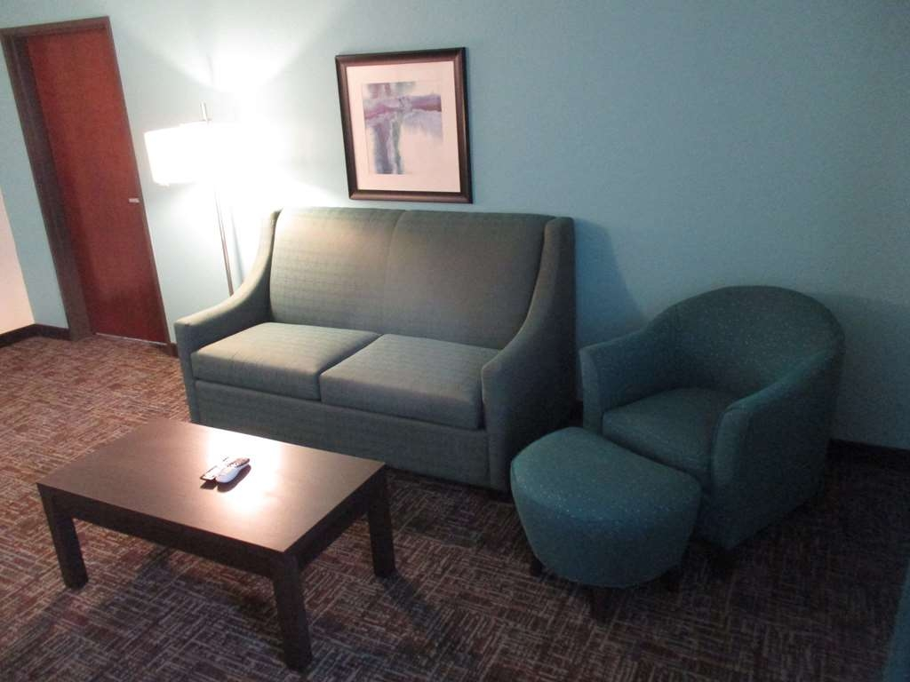Best Western Plus Executive Residency Elk City - King Suite Sitting Area