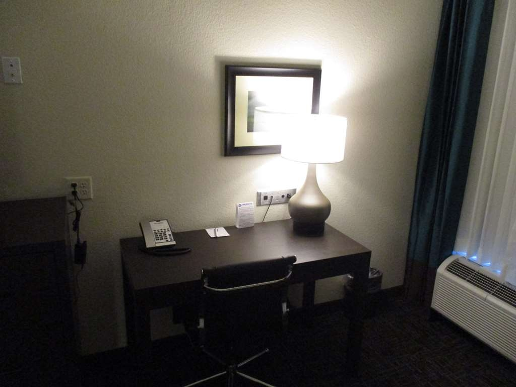 Best Western Plus Executive Residency Elk City - King Guest Room Work Area