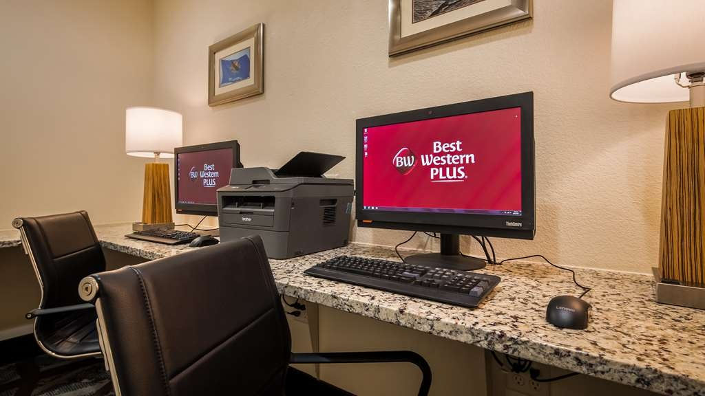 Best Western Plus Executive Residency Elk City - Business Center