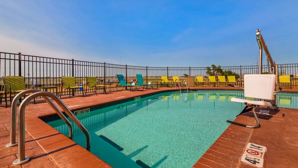 Best Western Plus Executive Residency Elk City - Outdoor Heated Pool