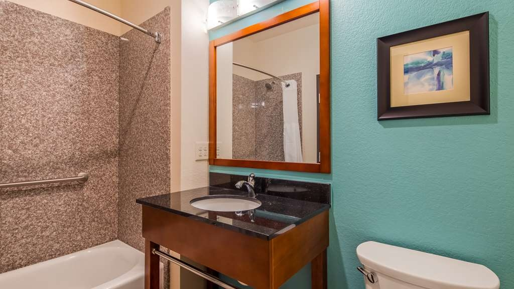 Best Western Plus Executive Residency Elk City - Guest Bathroom