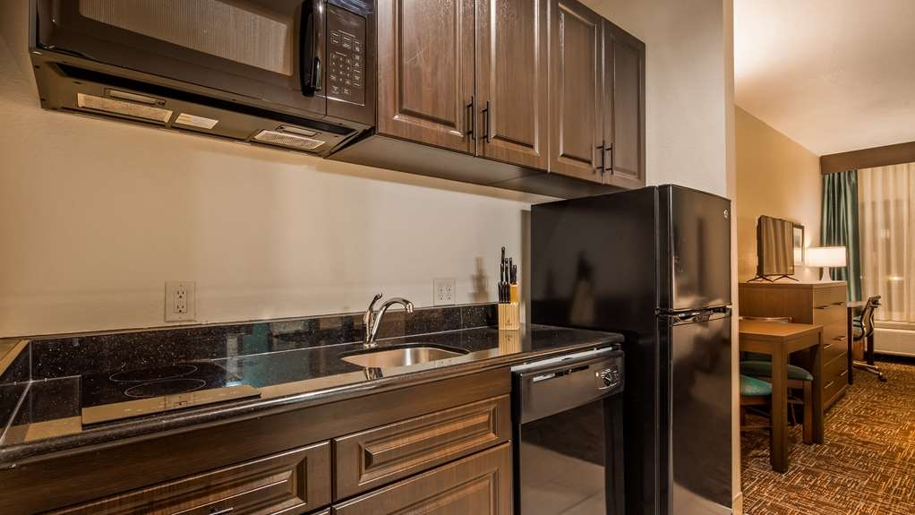 Best Western Plus Executive Residency Elk City - Kitchenette