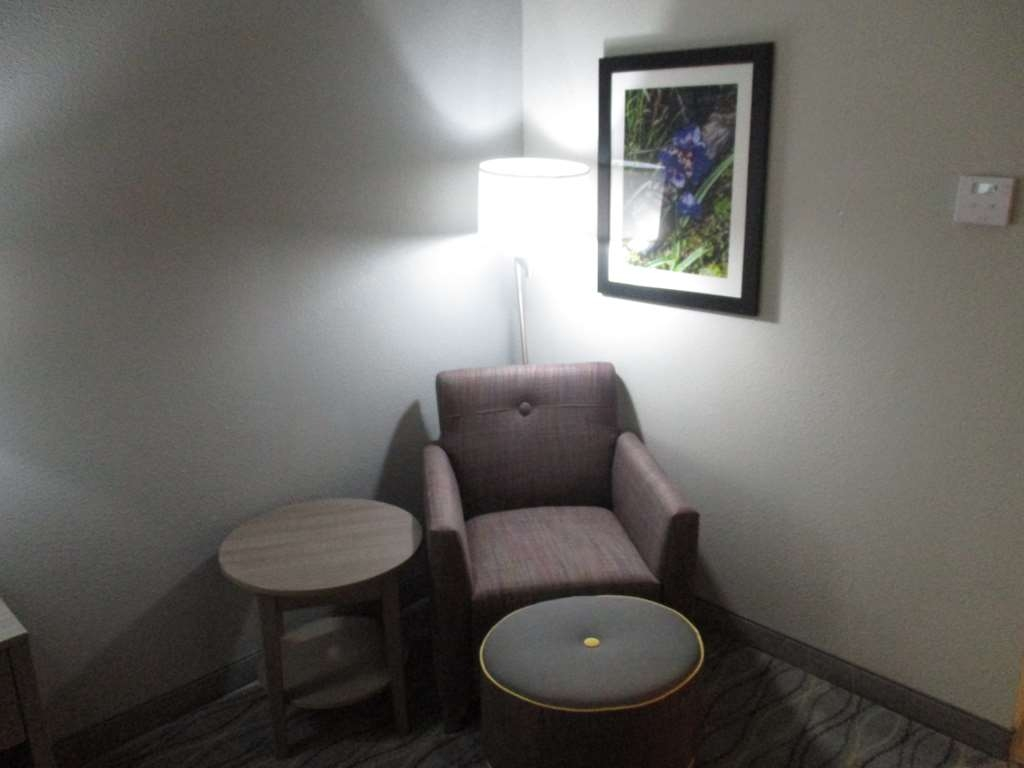Best Western Plus Pauls Valley - King Guest Room Sitting Area