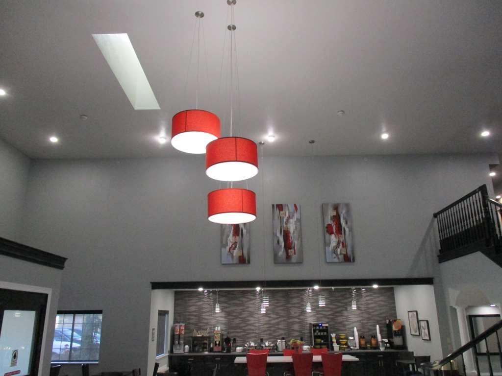 Best Western Atoka Inn & Suites - Lobby Lights and Breakfast Buffet