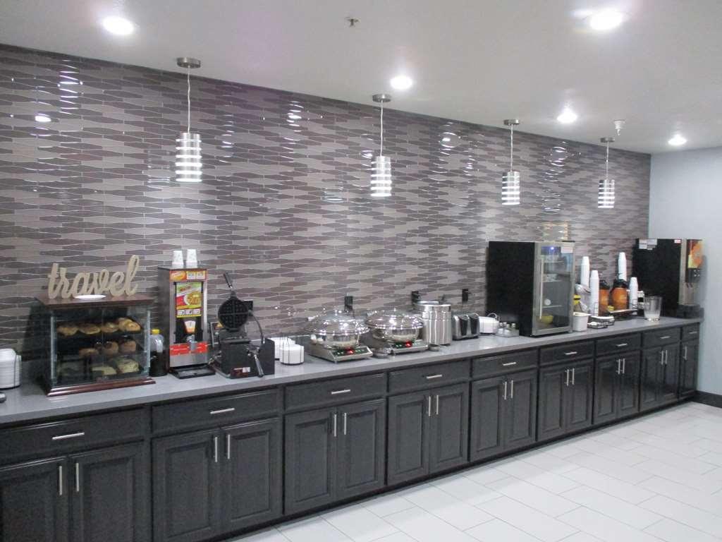 Best Western Atoka Inn & Suites - Breakfast Buffet