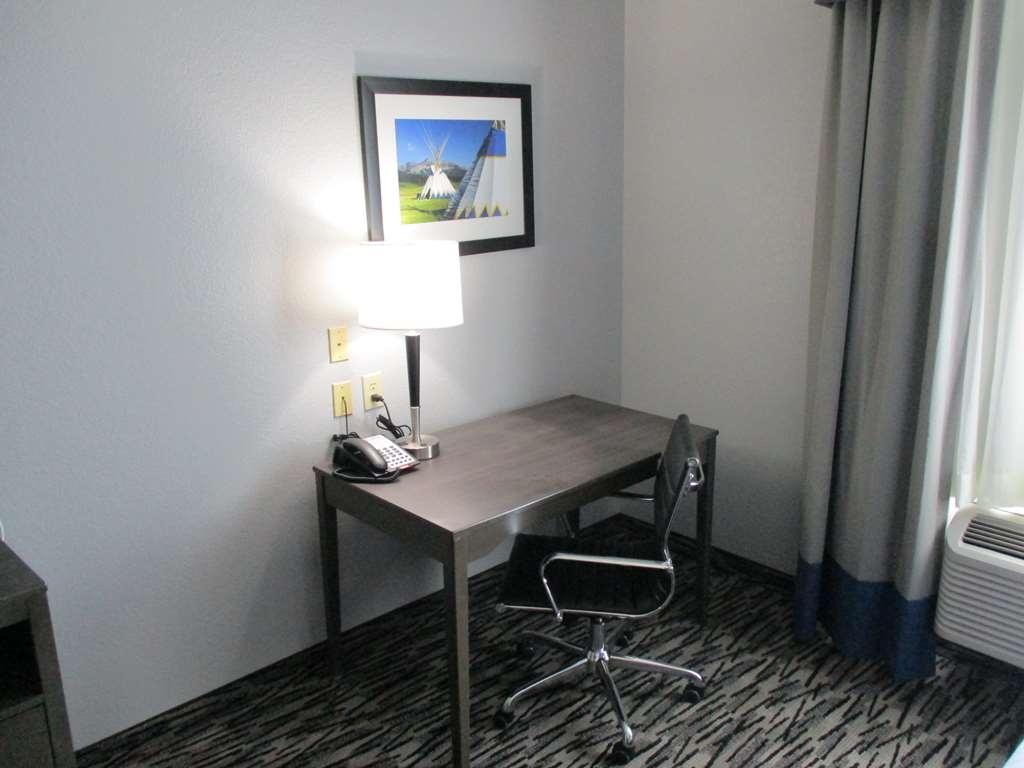 Best Western Atoka Inn & Suites - Double Queen Guest Room Work Area