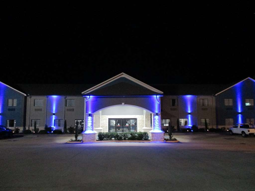Best Western Atoka Inn & Suites - Hotel Exterior at Night