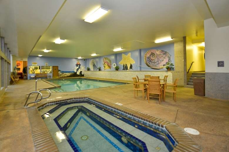 Best Western Holiday Hotel - Take a morning swim before enjoying a delicious, complimentary hot breakfast.