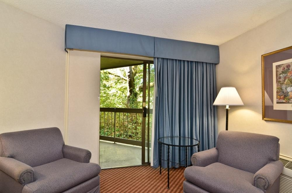 Best Western Greentree Inn - Choose a water view room, with all the comforts of a standard room, plus the beauty of the Millrace waterway.