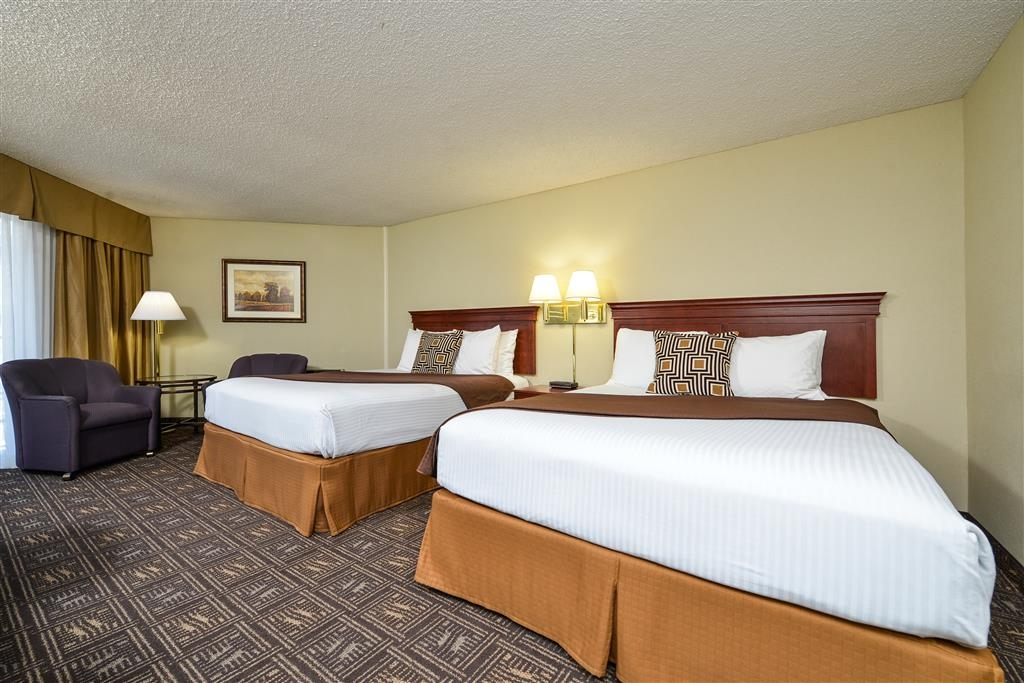 Best Western Greentree Inn - Traveling with family? Our double queen rooms provide that second bed, and still leave room to relax.