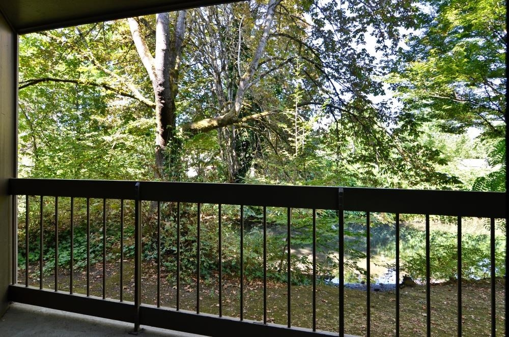 Best Western Greentree Inn - Our water view rooms provide a peaceful setting for your stay in Eugene.