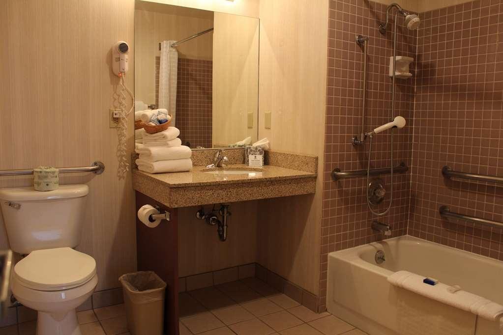 Best Western Greentree Inn - Guest Bathroom