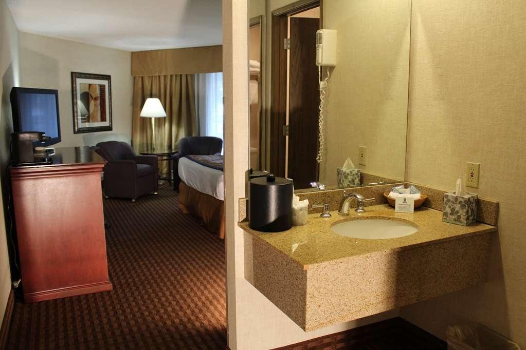 Best Western Greentree Inn - Single Queen Guest Room.