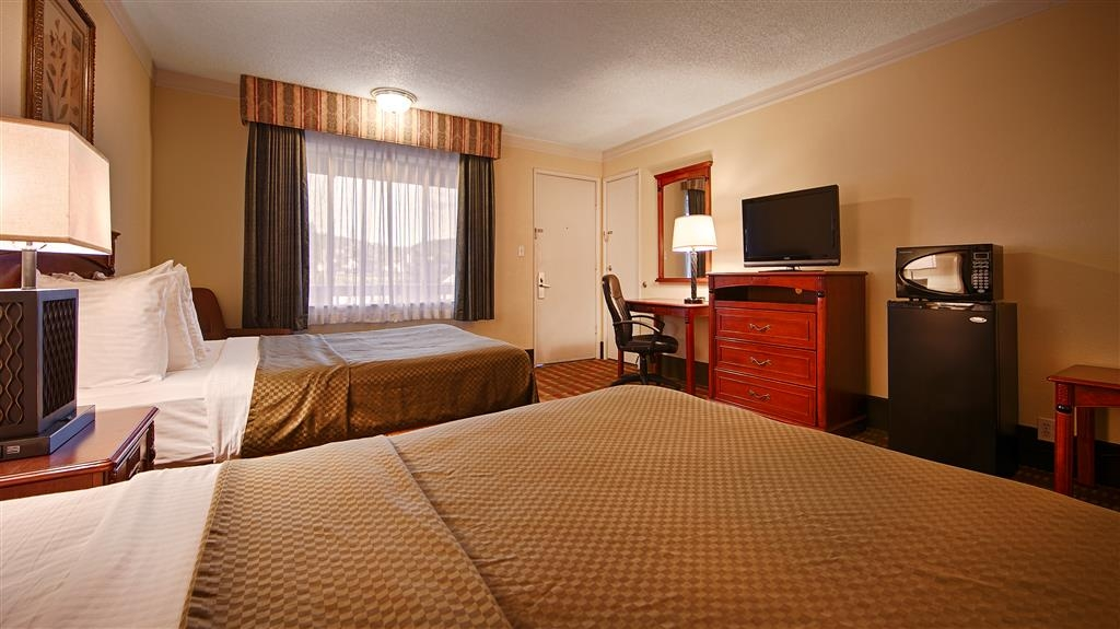 Best Western Garden Villa Inn - Our rooms are comfortably furnished and include a microwave and a refrigerator.