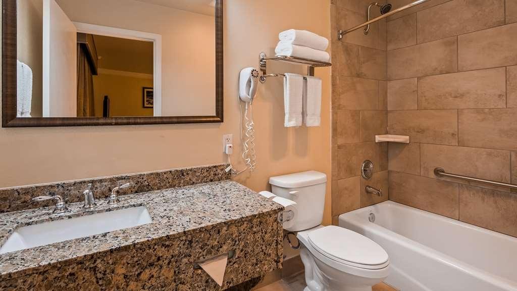 Best Western Garden Villa Inn - Guest Bathroom