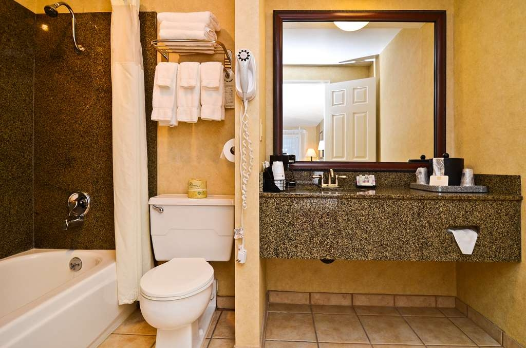Best Western Pier Point Inn - Baño