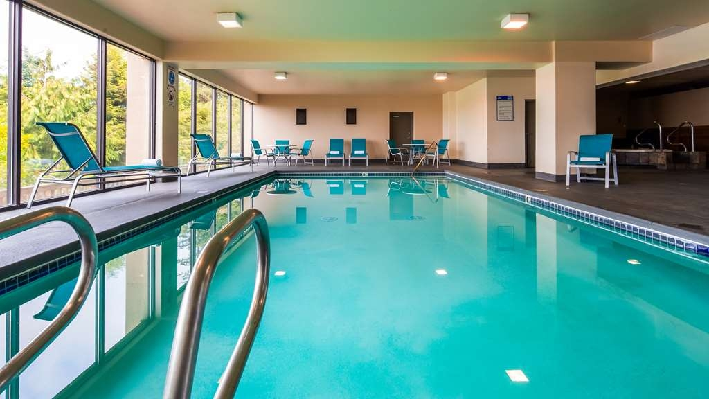 Best Western Pier Point Inn - Come take a dip in our indoor heated pool with a gorgeous view of the Siuslaw River.