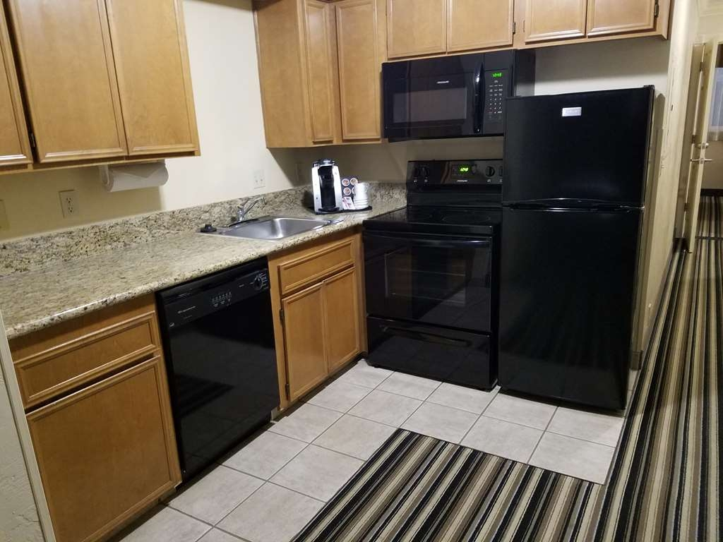 Best Western Plus Lincoln Sands Oceanfront Suites - In-Room Kitchen