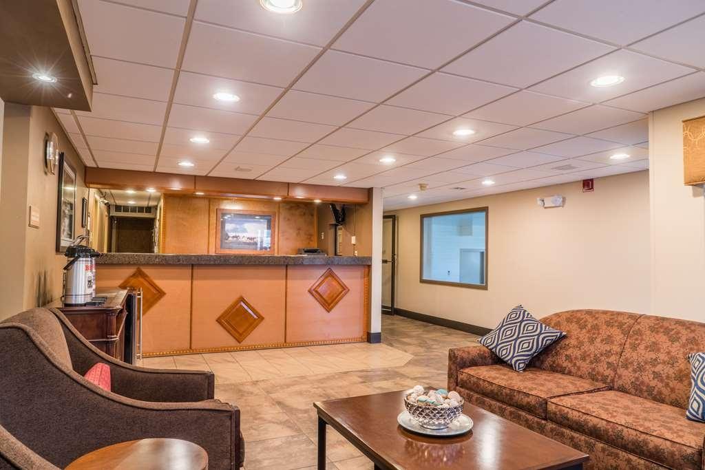 Best Western Inn & Suites - Vue du lobby