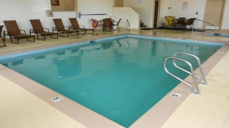 Best Western Inn & Suites - Tous les membres de la famille apprécieront la piscine.