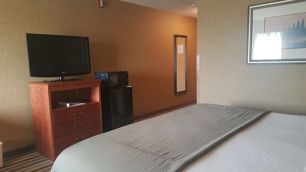 Best Western Pendleton Inn - King Accessible Room Business Section - Please, NO pets!