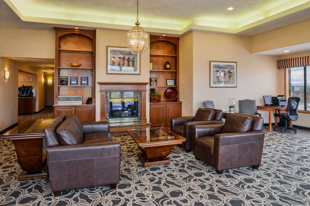 Best Western Pendleton Inn - If you're here in the winter, keep warm by the fireplace in our hotel lobby.