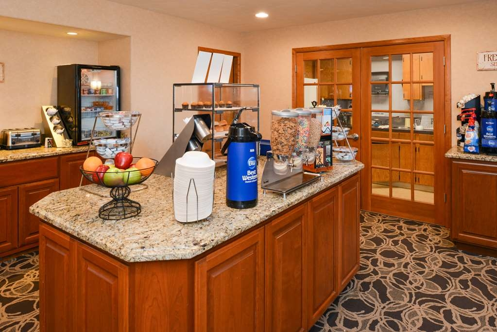 Best Western Pendleton Inn - Biscuits & gravy, fresh oatmeal and a variety of meats and egg products served daily.