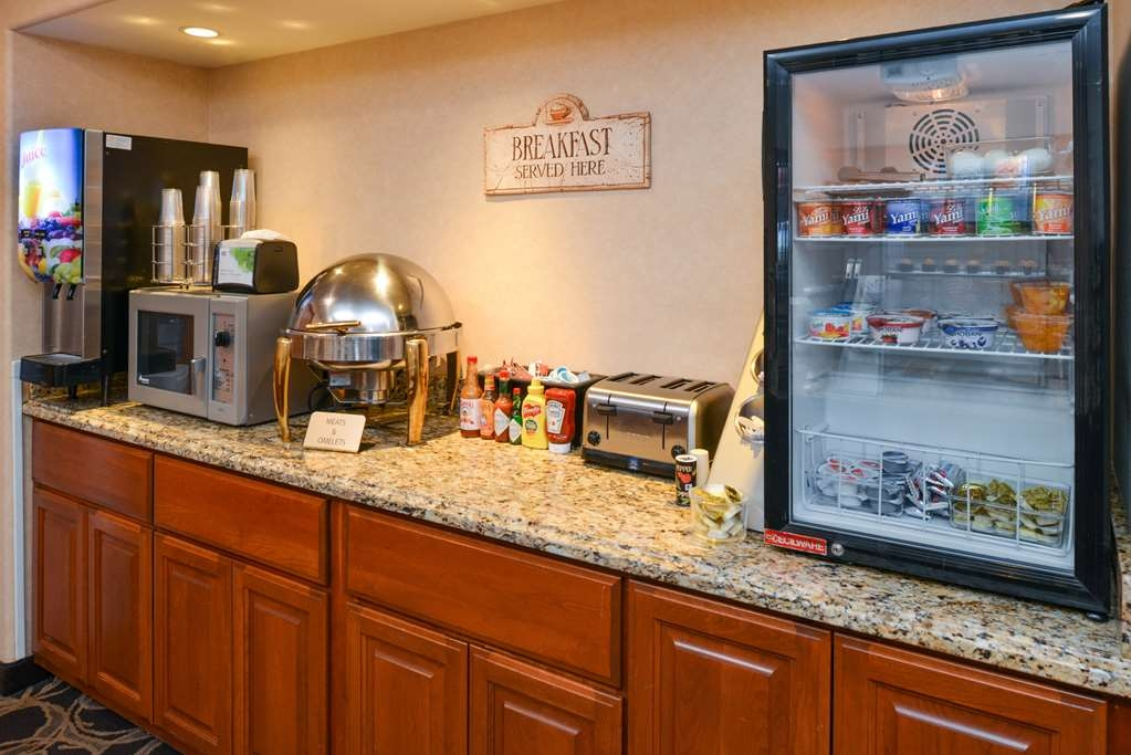Best Western Pendleton Inn - Our breakfast includes many hot and cold items.