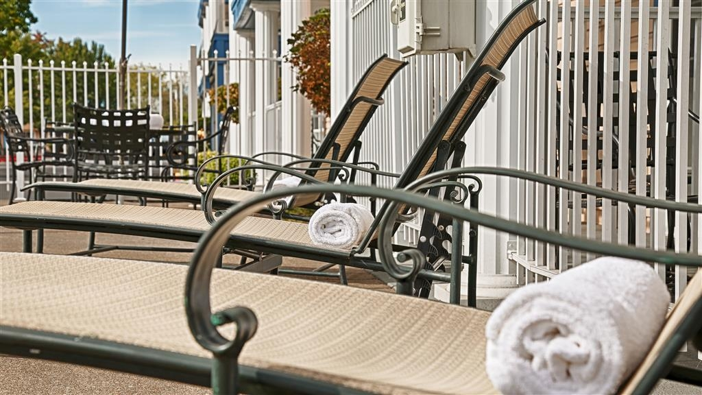 Best Western Corvallis - Soak up the sun and take in our blue Oregon skies while relaxing in our outdoor pool.
