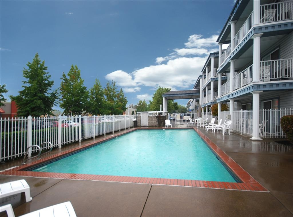 Best Western Corvallis - Our outdoor swimming pool offers enjoyment seasonally, May thru October.