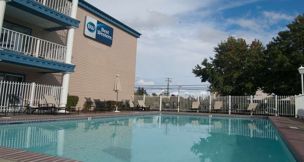 Best Western Corvallis - Whether you want to relax pool side or take a dip, our outdoor pool area is the perfect place to unwind.
