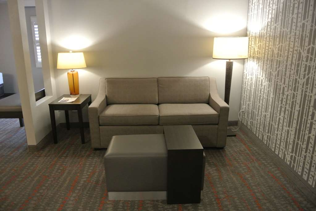 Best Western Corvallis - Each Corner Suite has a relaxing space with sofa and ottoman. (Approximately 430 - 560 Square Feet)