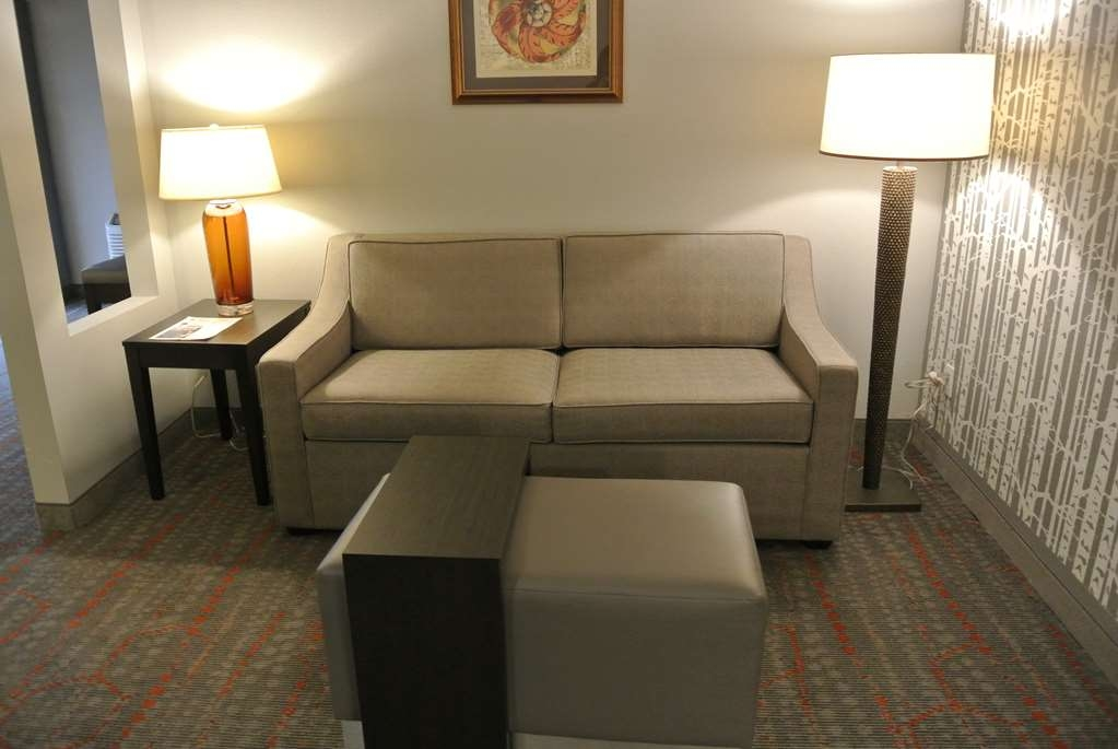 Best Western Corvallis - Upgrade yourself to our Corner Suite for added comfort during your stay. (Approximately 460 - 530 Square Feet)