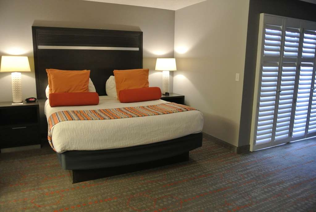 Best Western Corvallis - Our Corner Suite was designed with an open concept, ensuring you have enough room without sacrificing comfort. (Approx. 430 square feet)