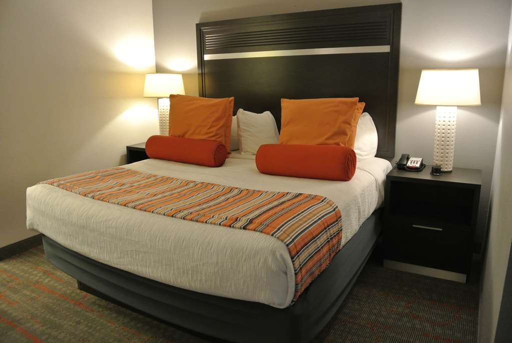 Best Western Corvallis - Your comfort is our first priority. In our 1 Bedroom Suite, you will find that and much more. Including Kitchenette, living room area with hide-a-bed, and a desk for your business needs. (Approximately 560 square feet)