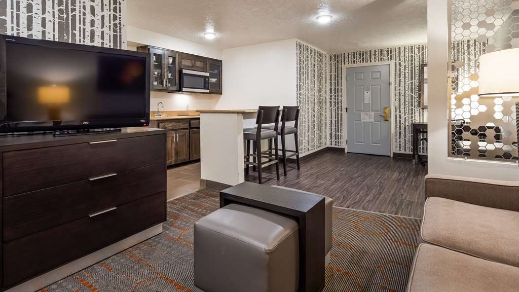 Best Western Corvallis - Use the separate living room in our 1 Bedroom Suite for entertaining, and keep your sleeping area private. All the 1 bedroom King Suites have kitchenette with induction stove, microwave, refrigerator and wet bar.