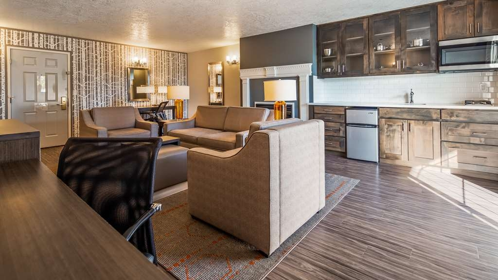 Best Western Corvallis - The largest suite in town! Featuring 400 square feet 2 Queen bedroom, and 400 square feet of fireplace living room and kitchenette and a 400 square feet balcony. Kitchenette includes a gas stove, refrigerator, microwave and wet bar.