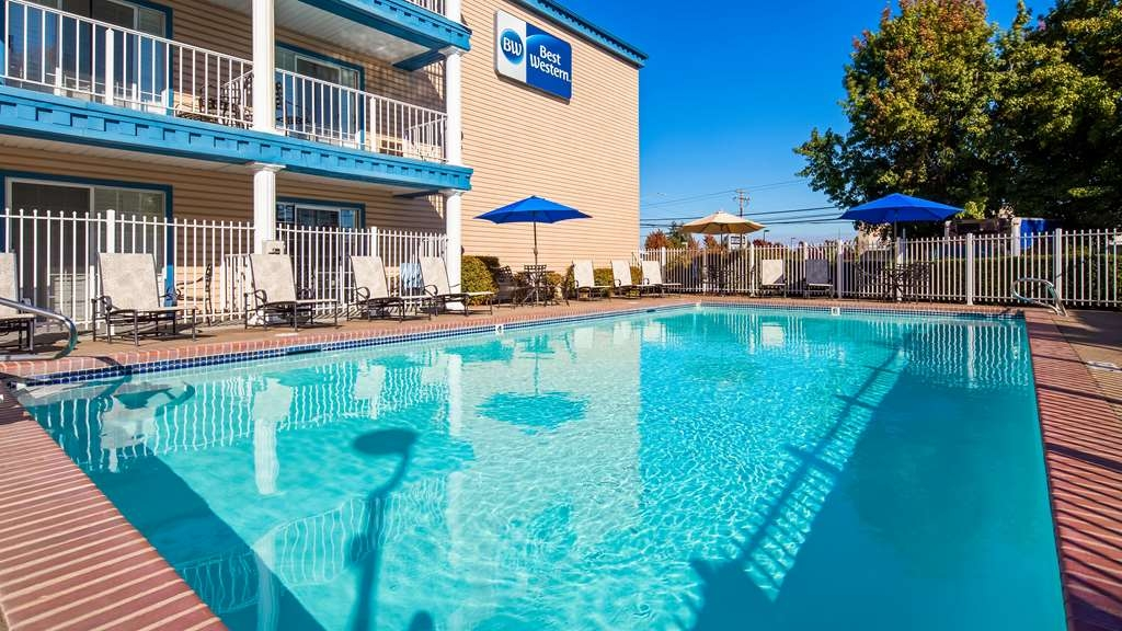 Best Western Corvallis - Soak up the sun and take a break while relaxing in our seasonal outdoor pool.