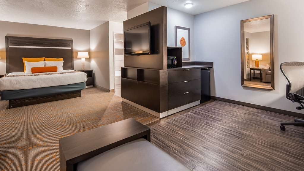 Best Western Corvallis - This relaxing guest room is perfect for a layover, extended stay or weekend getaway. Including a sitting lounge area with a sofa bed and balcony (Approximately 460 square feet)