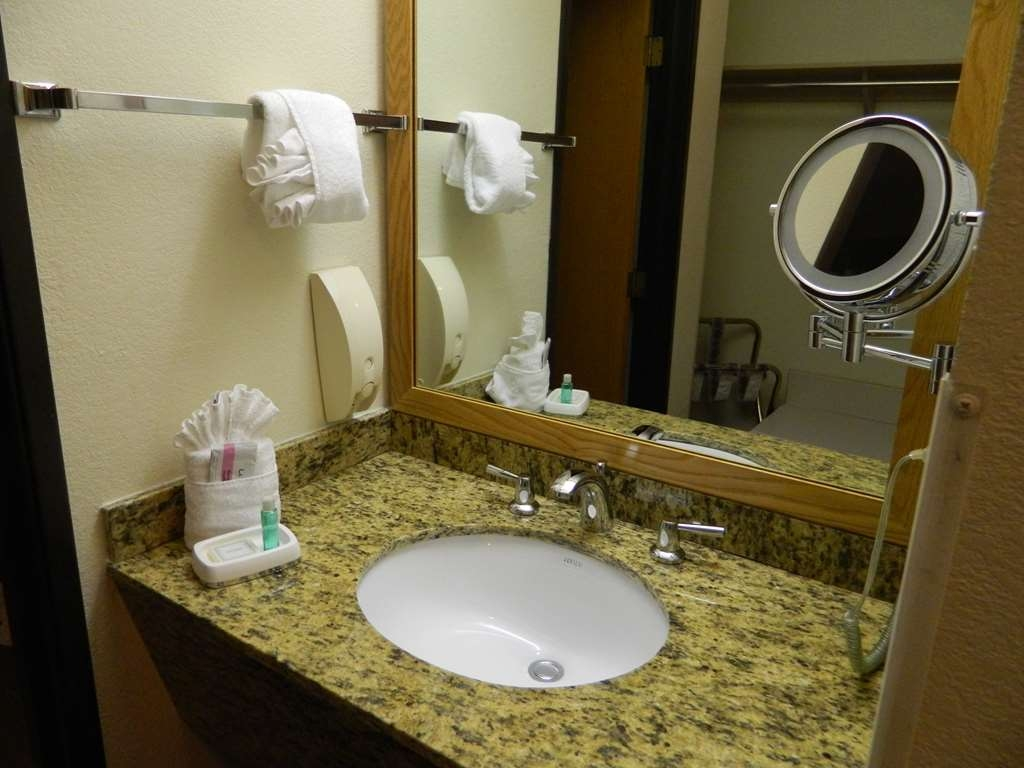Best Western Plus Mill Creek Inn - Badezimmer