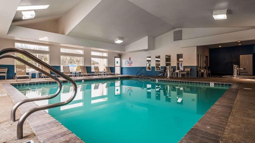 Best Western Salbasgeon Inn & Suites of Reedsport - Piscina