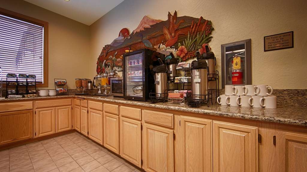 Best Western Inn at the Rogue - Prima colazione a buffet