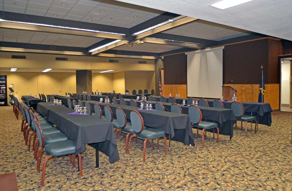 Best Western Plus Hood River Inn - The Columbia Meeting Room features open space and glass windows overlooking the hotel lobby.