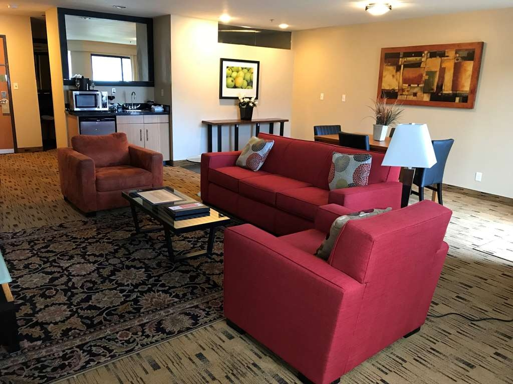 Best Western Plus Hood River Inn - The Hospitality Suite features a cozy sitting area with 50-inch flat panel TV, sofa, dining room table and a magnificent view. Not a pet friendly room.