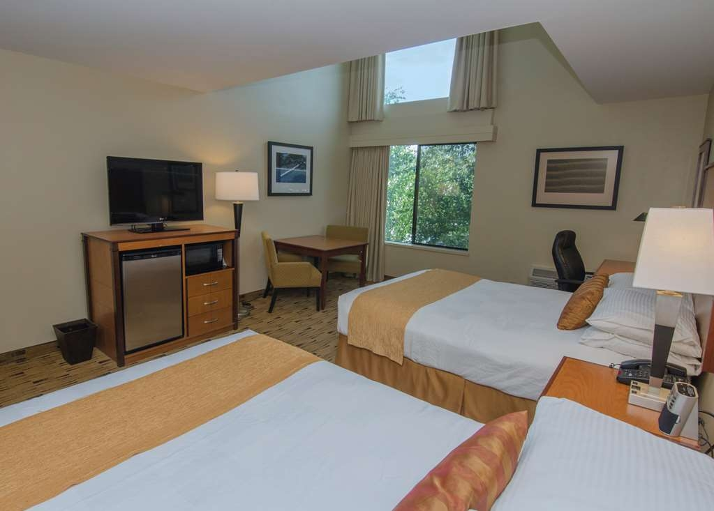 Best Western Plus Hood River Inn - A handful of our top floor rooms boast skylights to let in a little extra ambiance.