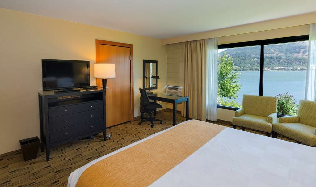 Best Western Plus Hood River Inn - Second floor east wing rooms have a large picture window and a not pet-friendly.