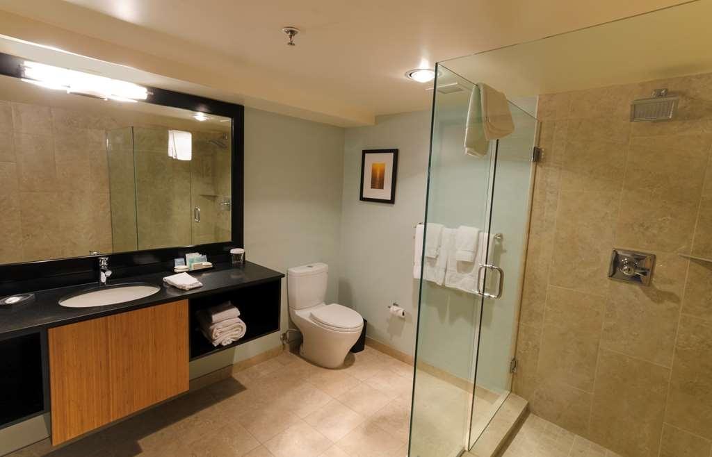 Best Western Plus Hood River Inn - Modern and luxurious Junior Suite bath