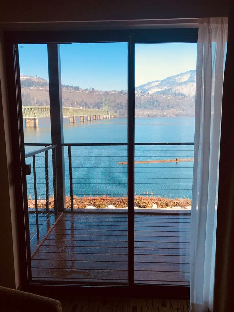 Best Western Plus Hood River Inn - The spectacular view from your riverview balcony on the west wing.