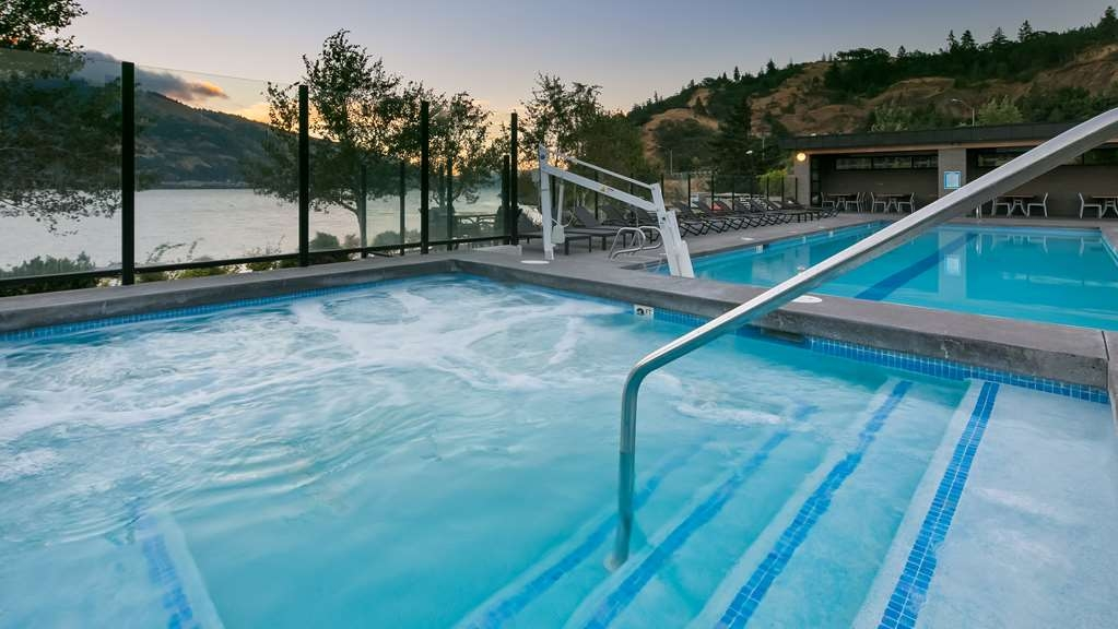 Best Western Plus Hood River Inn - Outdoor Hot Tub & Heated Pool overlook the Columbia River.