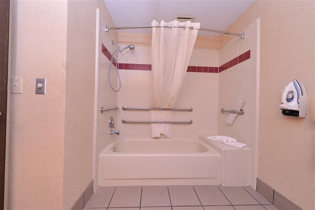 Best Western Plus Rama Inn - Mobility Accessible Single Queen Bathroom